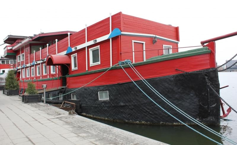 The red Boat Malaren
