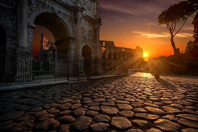 tramonto sul colosseo a roma