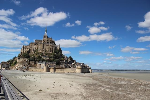 Mont Saint Michel con la bassa marea