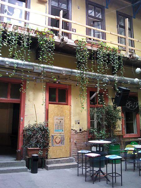 05 fogashaz ruin pub budapest
