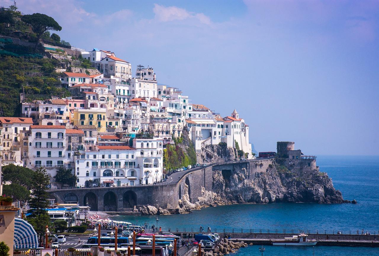 Amalfi scorcio scogliera sul mare