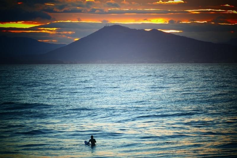 Surf al tramonto a Barritz