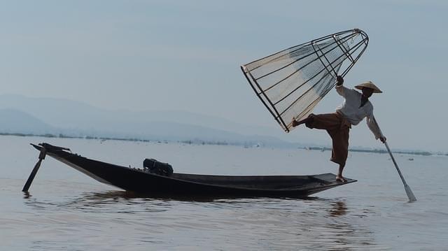 birmania lago inle pescatore