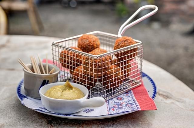 bitterballen, uno degli street food olandesi piu in voga
