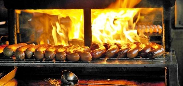 bratwurst grill barbecue salsiccia