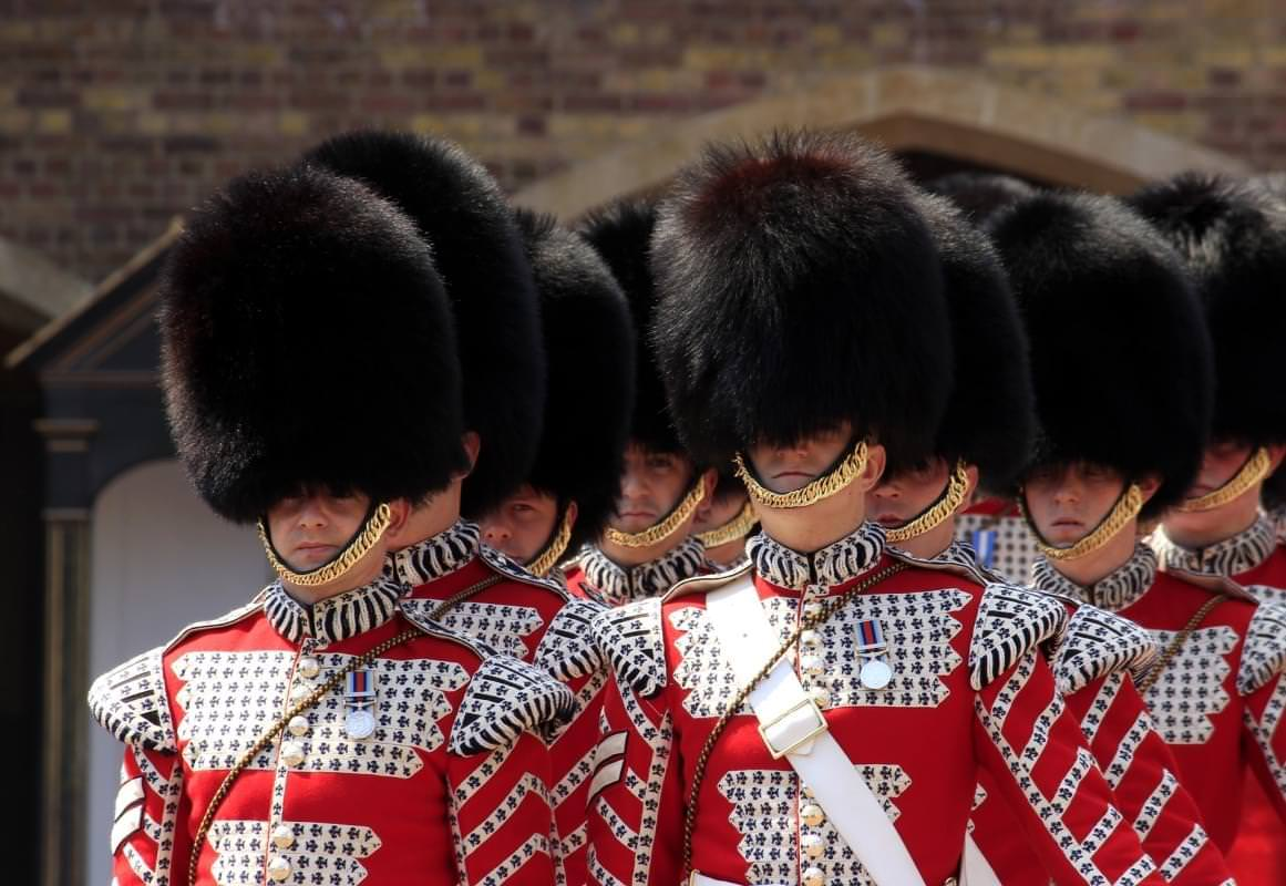 buckingham palace guardie