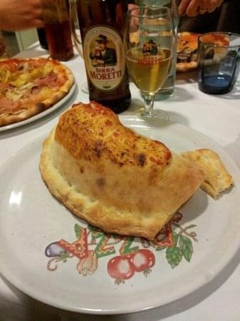 calzone e birra alla pizzeria la botte