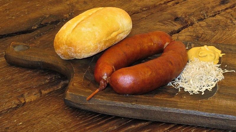 un must della cucina slovena, la salsiccia della carniola