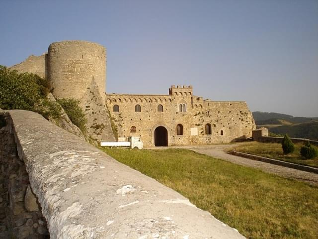 castello bovino puglia