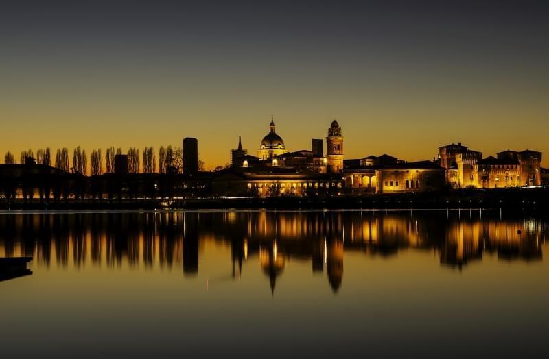 tramonto sul castello di san giorgio di mantova
