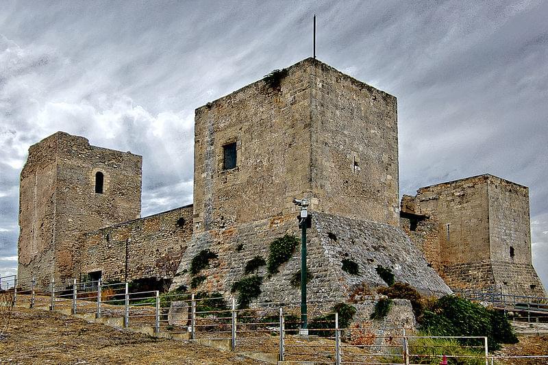 veduta dall alto del suggestivo castello di san michele