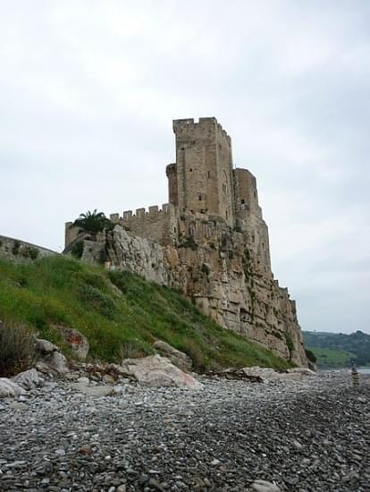castello templare federiciano di roseto capo spulico