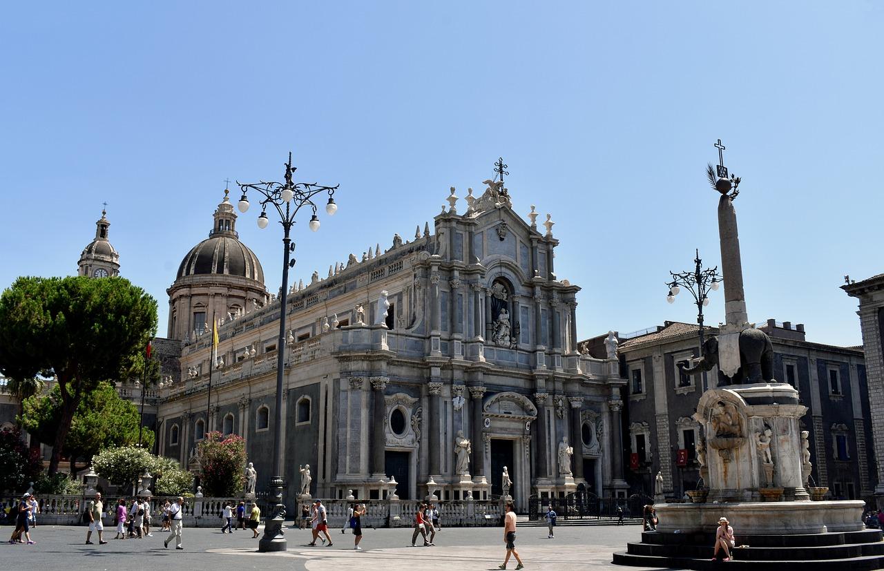 panorama serale di Catania piazza centrale