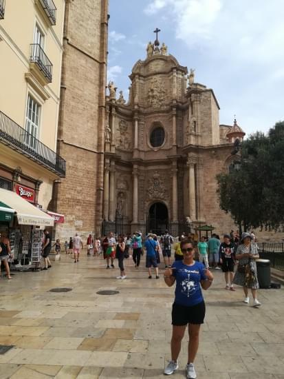 catedral con t shirt brandizzata