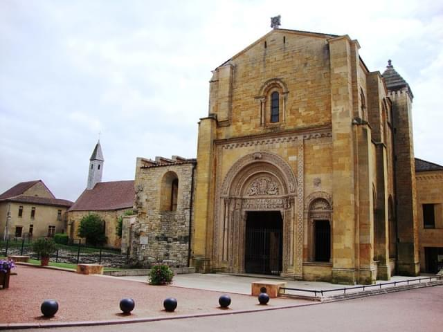 charlieu abbazia benedettina