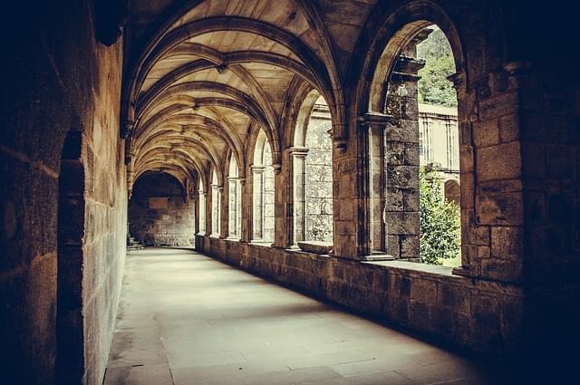 chiostro colonne monastero 1 1