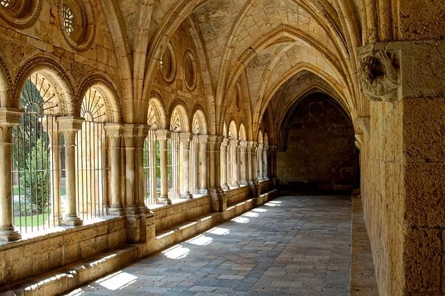 chiostro monastero tarragona catalogna barcellona