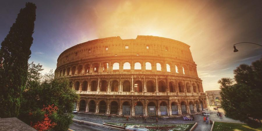 colosseo di roma al tramonto