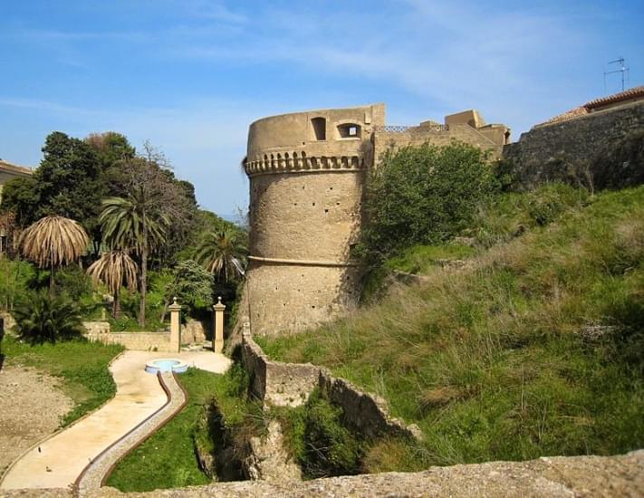 crotone castello carlov