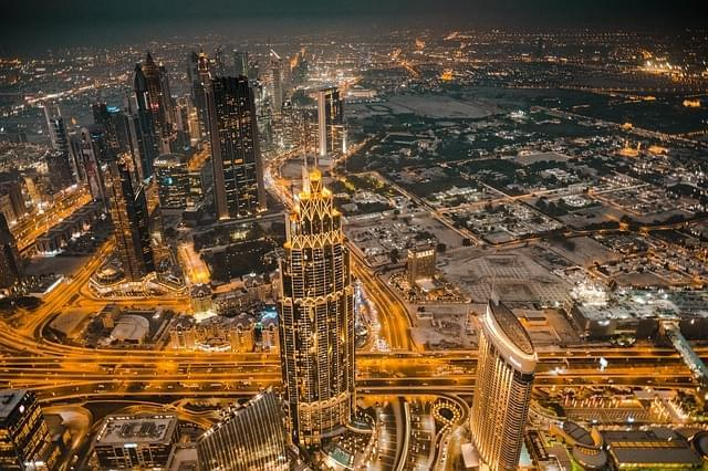 skyline di Dubai di sera