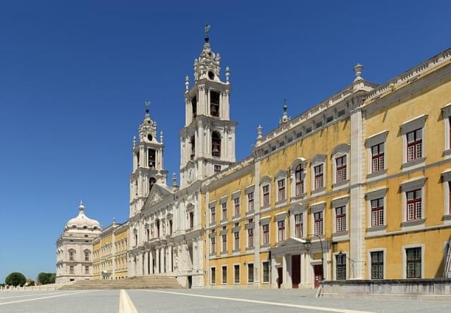 facciata principale del palazzo nazionale di mafra