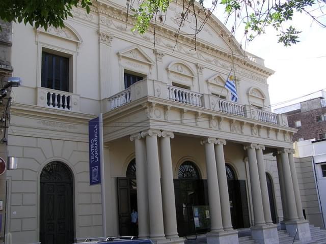 facciata teatro larranaga