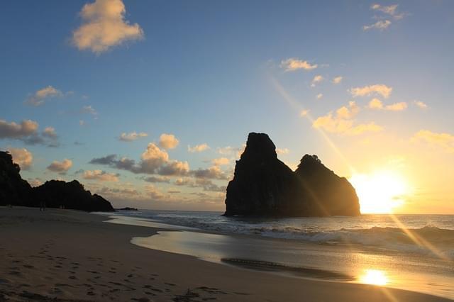 alba sulle spiagge di fernando de noronha