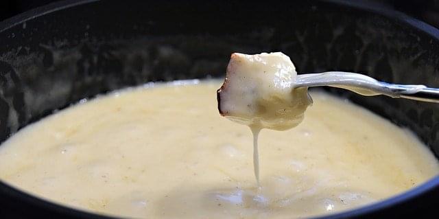 impossibile non innamorarsi della fondue al formaggio