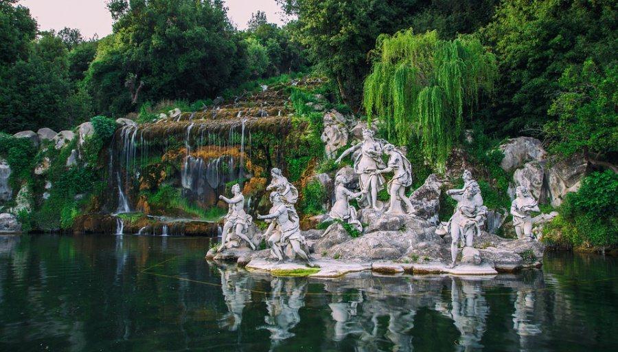 fontana nei giardini della reggia di caserta