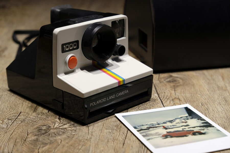 fotocamera a stampa istantanea