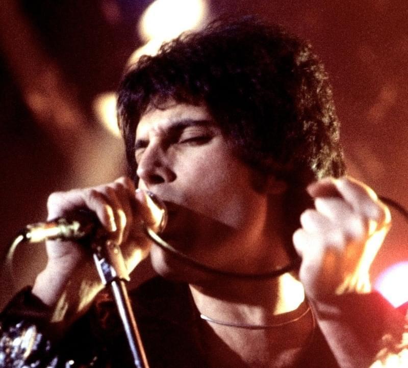 Freddie Mercury durante una esibizione