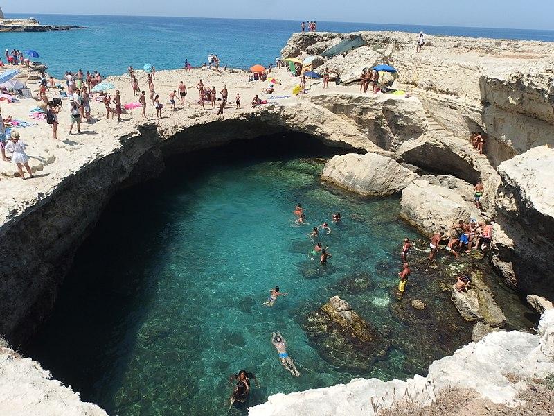 Grotta della Poesia (Roca Vecchia, Puglia)