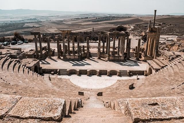 il teatro di dougga resti romani