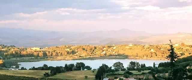 il tramonto sul lago mitologico di pergusa