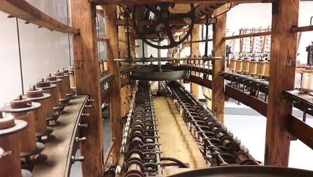 interno della macchina per la torcitura dei filati di seta museo didattico della seta a como 1