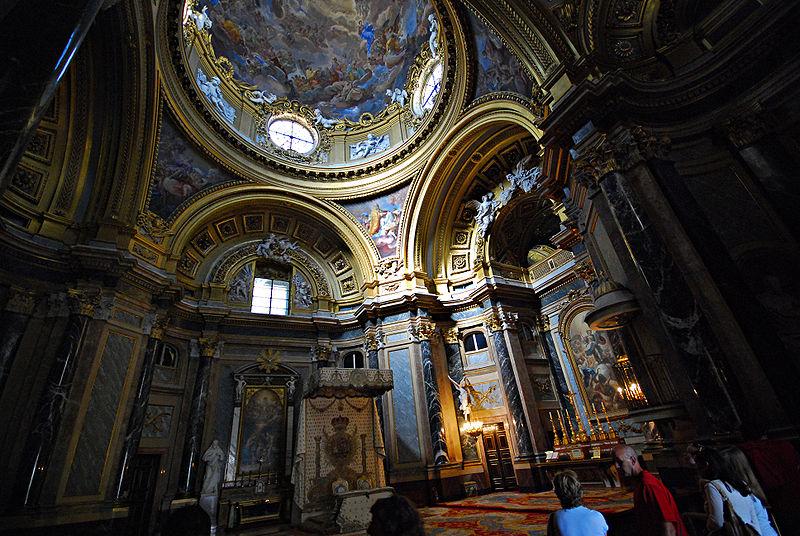 i sontuosi interni del palacio real