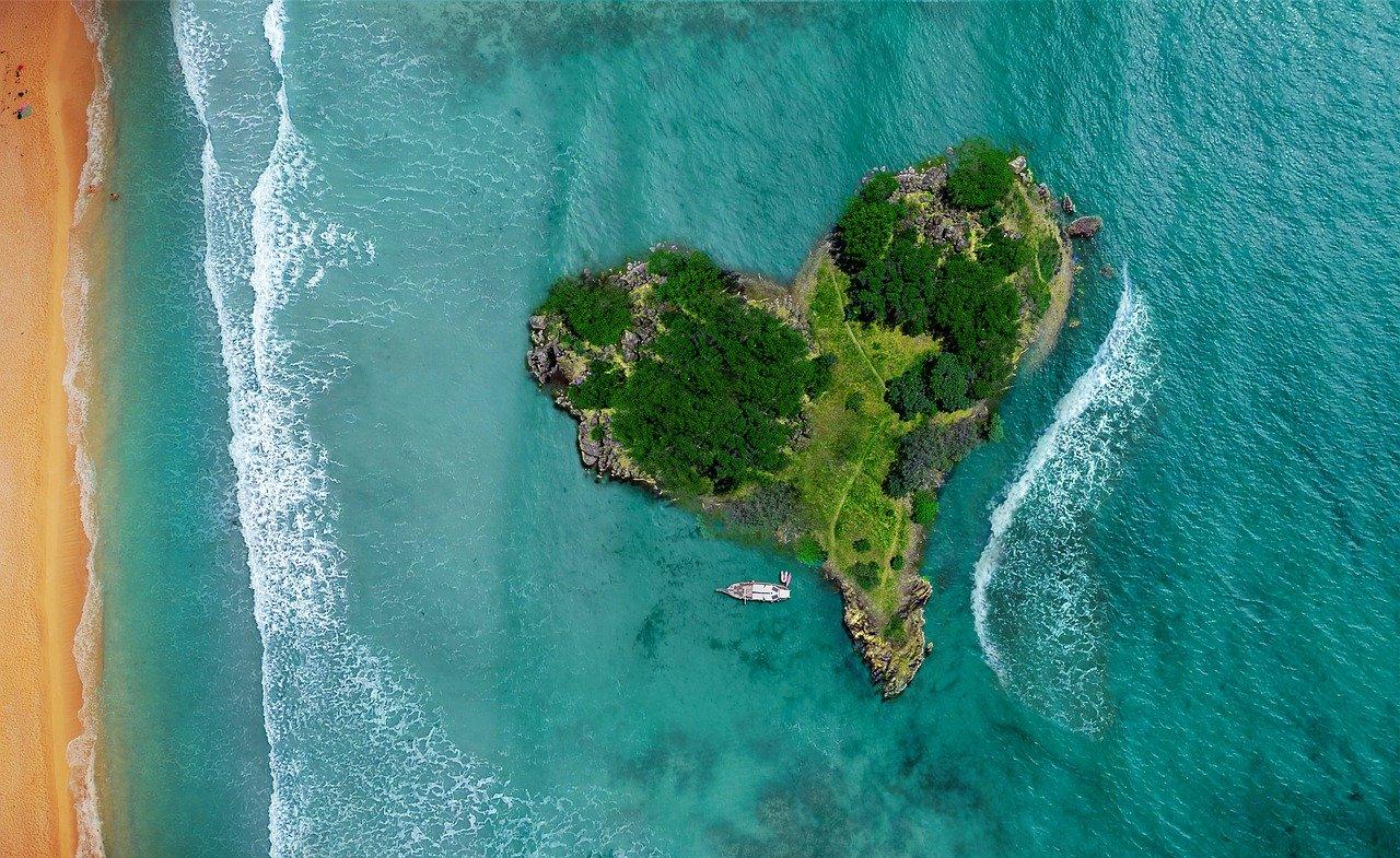 isola a forma di cuore in Brasile