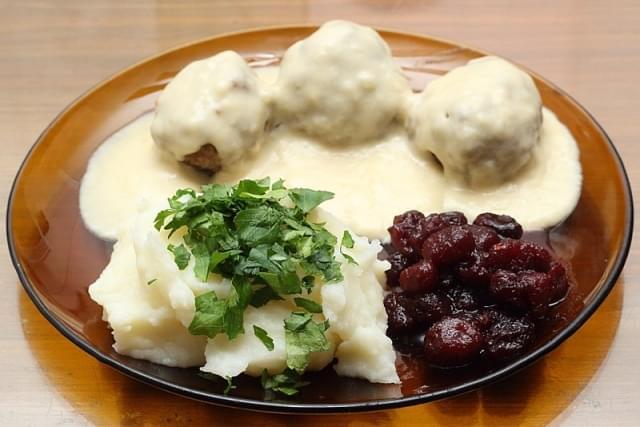 kottbullar con patate e mirtilli