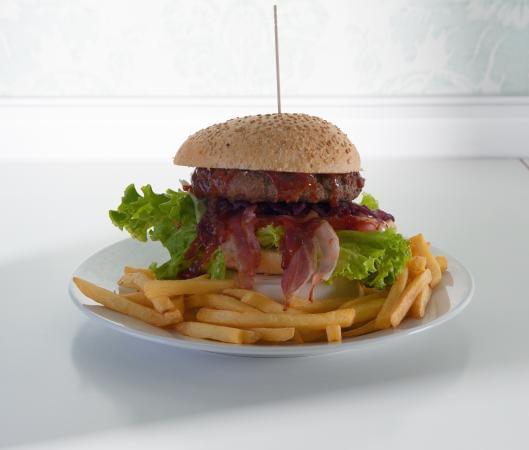 l hamburgeria viva cafe offre prodotti di qualita a prezzi contenuti