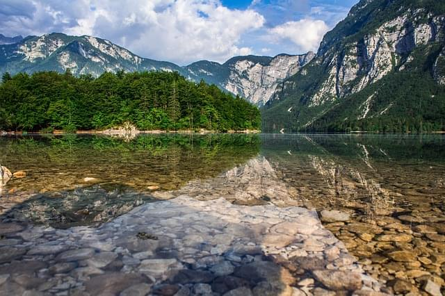 lago bohinj slovenia 1