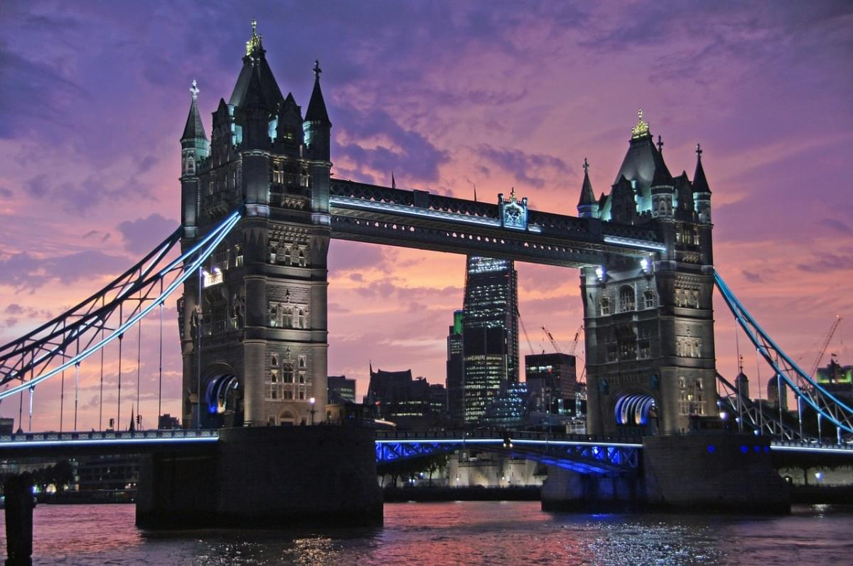 londra tower bridge ponte al tramonto