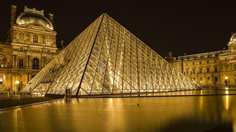 Louvre parigi dettaglio piramide