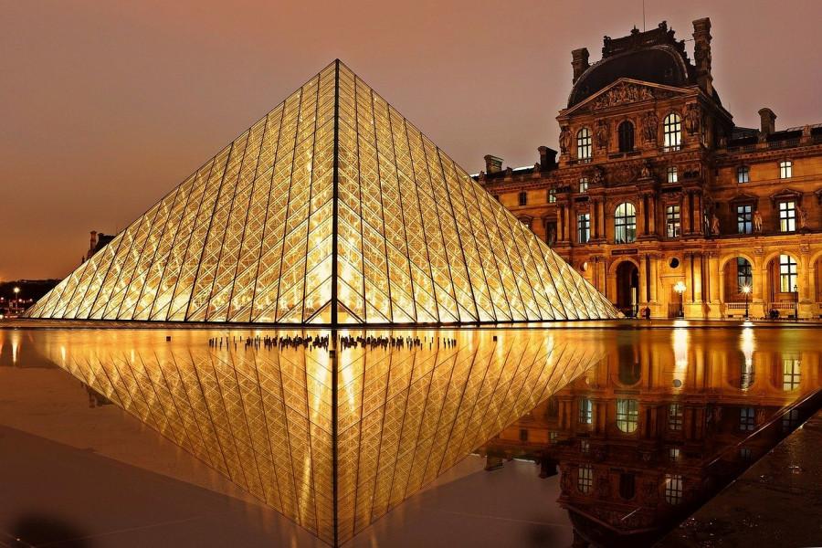 Piramide al Museo del Louvre