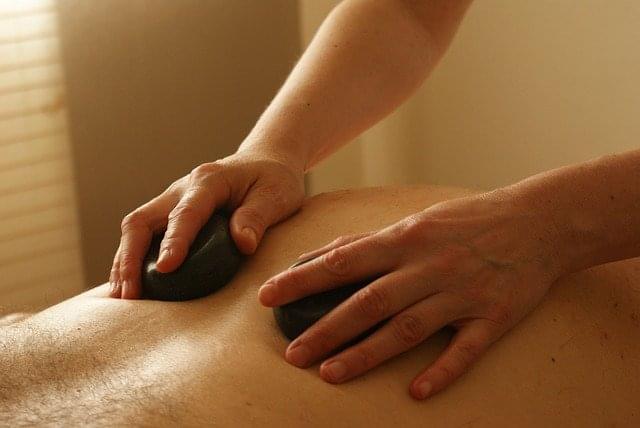 massaggi hot stone