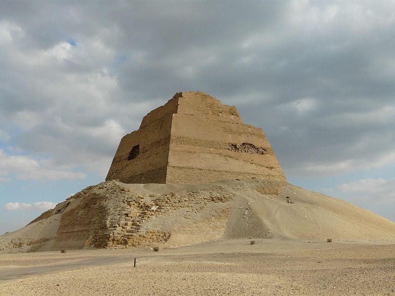 9 piramide di meidum