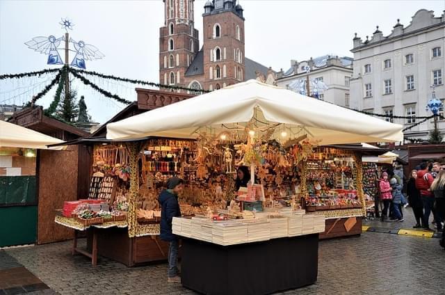 mercatino natale piazza mercato