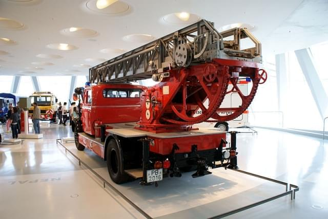 mercedes benz lf 3500 fire fighting truck