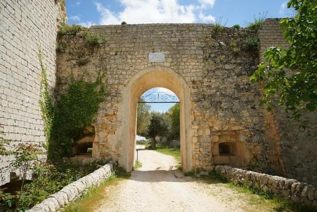 noto antica porta di ingresso