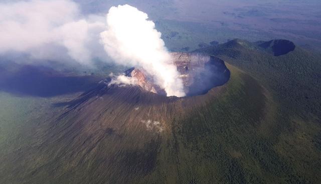 vulcano nyragongo congo africa