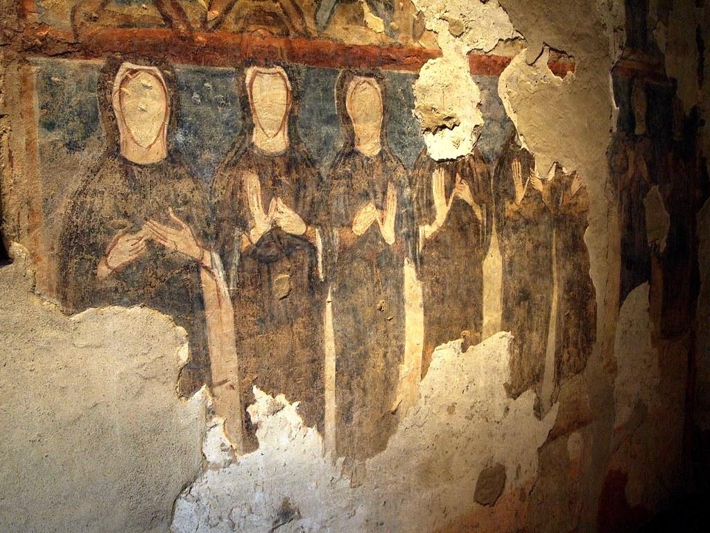 Le monache senza volto del Monastero di Torba